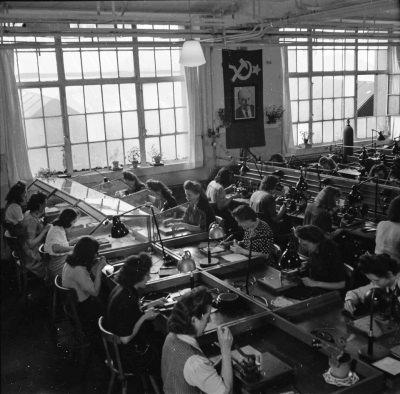 Röhrenaufbau Erster Stock, Bild 1; Foto, 1949
