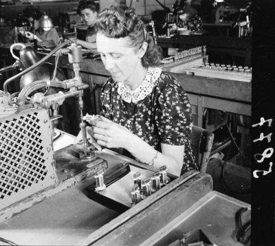 Röhrenaufbau Erster Stock, Bild 3; Foto, 1949