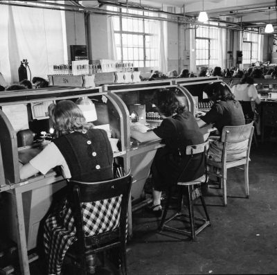 Röhrenaufbau Erster Stock, Bild 4; Foto, 1949