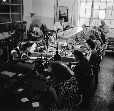 Röhrenaufbau Erster Stock, Bild 5; Foto, 1949