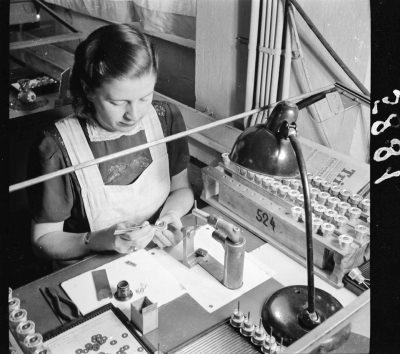 Röhrenaufbau Erster Stock, Bild 7; Foto, 1949