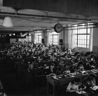 Röhrenaufbau Erster Stock, Bild 9; Foto, 1949