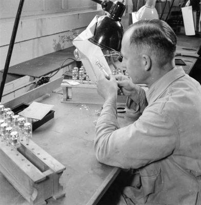 Röhrenaufbau Erster Stock, Bild 10; Foto, 1949
