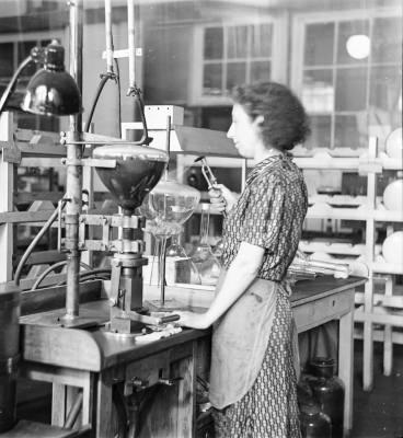 Schwärzen von Bildröhren; Foto, 1952