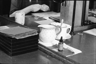 Unordentliche Arbeitsplätze, Bild 3; Foto, 1951