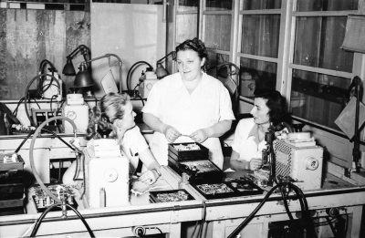 Martha Meya mit 2 Kolleginnen, Bild 2; Foto, 1953