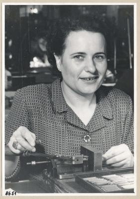 Frieda Jahns, Gitterwickelei,; Foto, 1953