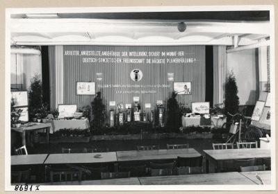 Ausstellung (Unfallverhütung), Bild 1; Foto, 1953