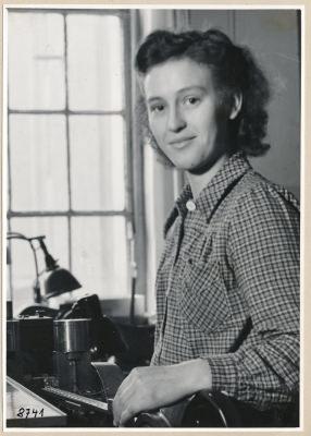 Fr. Roth Gitterwickelei, Portrait; Foto, 1953