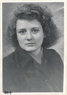 Frau Birer aus einem Büro, Portrait; Foto, 1953