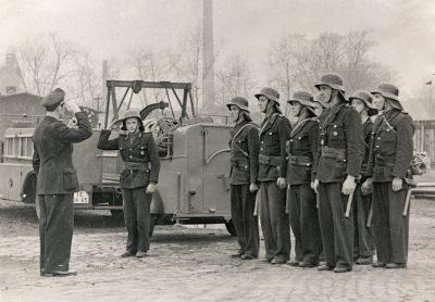 Arbeitsschutz-Ausstellung: Abmarsch, Foto 1954