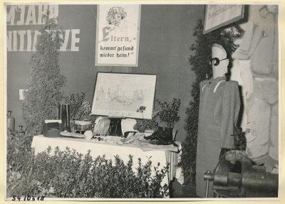 Arbeitsschutzausstellung im HF-Speisesaal 2, Foto 1954