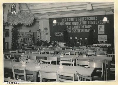 Arbeitsschutzausstellung im HF-Speisesaal 7, Foto 1954