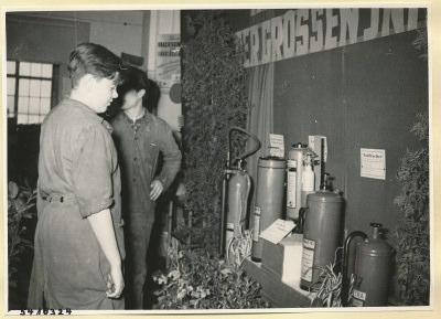 Arbeitsschutzausstellung im HF-Speisesaal 8, Foto 1954