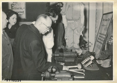 Arbeitsschutzausstellung im HF-Speisesaal 13, Foto 1954