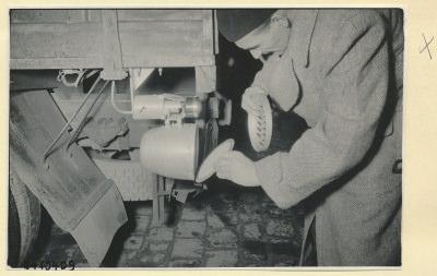 Auto-Überholungsgerät, Montage am LKW 3, Foto 1954
