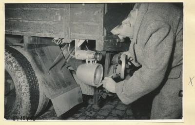 Auto-Überholungsgerät, Montage am LKW 4, Foto 1954