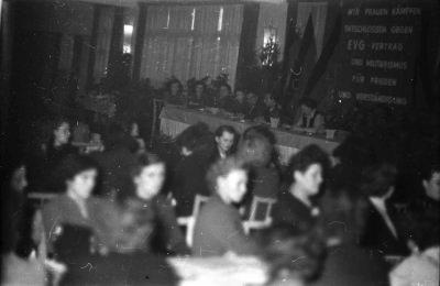 Frauenkonferenz, Bild 1; Foto, 1954