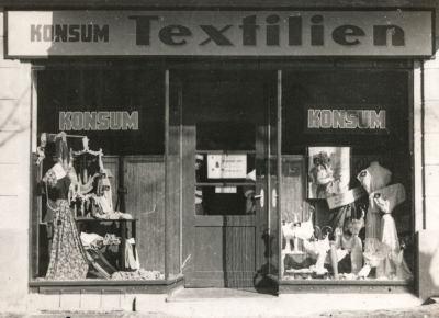 Eröffnung des Werk-Konsum, Bild 1, Foto 1954