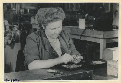 Frau am Arbeitsplatz , Foto 1954