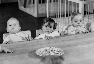 Szene im Kindergarten des Werkes; Foto, 1954