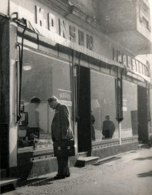 Ausstellung 5 Jahre DDR, Konsum-Industrieladen, Foto 1954