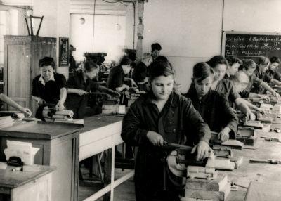 Ausstellung 5 Jahre DDR: Laborwerkstatt, Bild 2, Foto 1954
