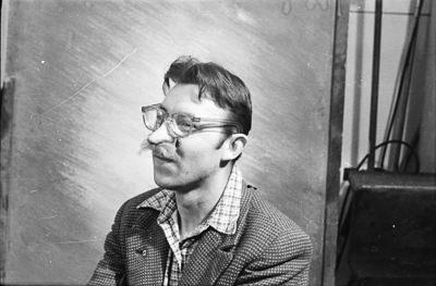 Portrait Mann mit Gummi-Nase, Foto 1955