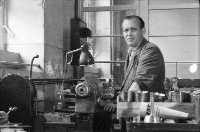 Kollege Schallack am Arbeitsplatz, Foto 1955