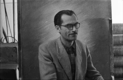 Portraitfoto eines HF-Mitarbeiters im karierten Hemd, Bild 3, Foto 1955