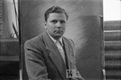 Dienstausweisportraitfoto, Mann mit Kartennummer 14, Foto 1955