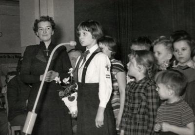 Mädchen beim Vortrag, Foto 1956