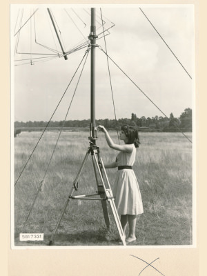 Feldstärkenmesser FSM: Drehen der Polarisationsebene, Foto 1958