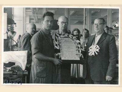 Verabschiedung Koll. Vögelke (Werkzeugbau), Bild 1, Foto.1958