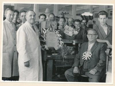 Verabschiedung Koll. Vögelke (Werkzeugbau), Bild 2, Foto.1958