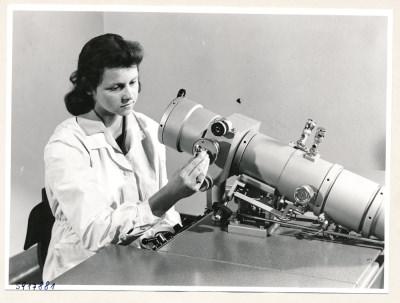 Klein-Elektronenmikroskop KEM1, Bild 32, Foto 1959