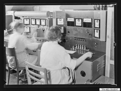 Spezialröhrenprüfung, Foto 1959