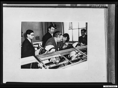 Kollege Höfs besucht russ. Röhrenwerk, Reproduktionsfoto 1959