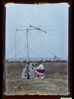 Feldstärkenmesser FSM 1+2 auf Feld, Bild 1, Foto 1959