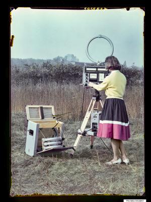Feldstärkenmesser FSM 1+2 auf Feld, Bild 2, Foto 1959
