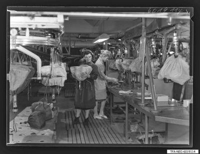 Sockeln der Bildröhren, Bild 1, Foto 1960