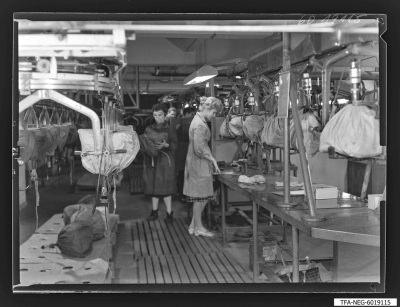 Sockeln der Bildröhren, Bild 2, Foto 1960