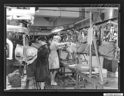 Sockeln der Bildröhren, Bild 4, Foto 1960