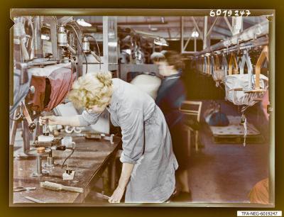Farbfoto Sockelei Bildröhre, Bild 1, Foto 1960