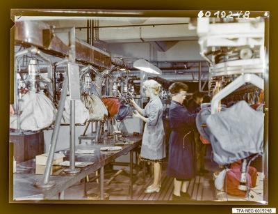 Farbfoto Sockelei Bildröhre, Bild 2, Foto 1960