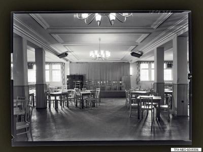 Säulensaal im Kulturhaus mit Bühne, Foto 1960