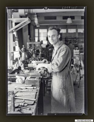 Fred Misgeiski am Schraubstock, Foto 1960