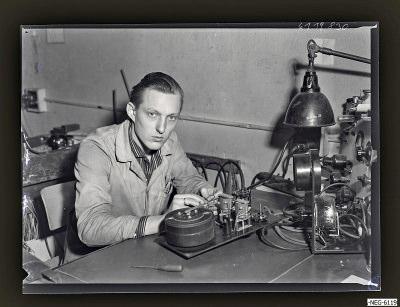 Klaus Hoffmann am Arbeitsplatz, Foto 1961