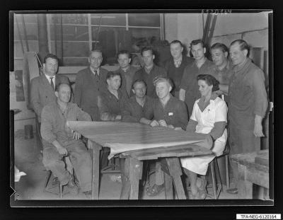Arbeitsgemeinschaft/Brigade Niederkirchner (1. Mai), 12 Männer + 1 Frau, Foto 1961