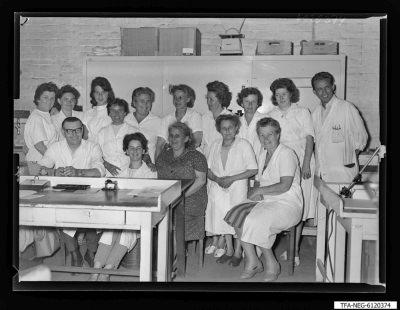 Brigade Werner, 15 Frauen und 2 Männer; Foto 1961